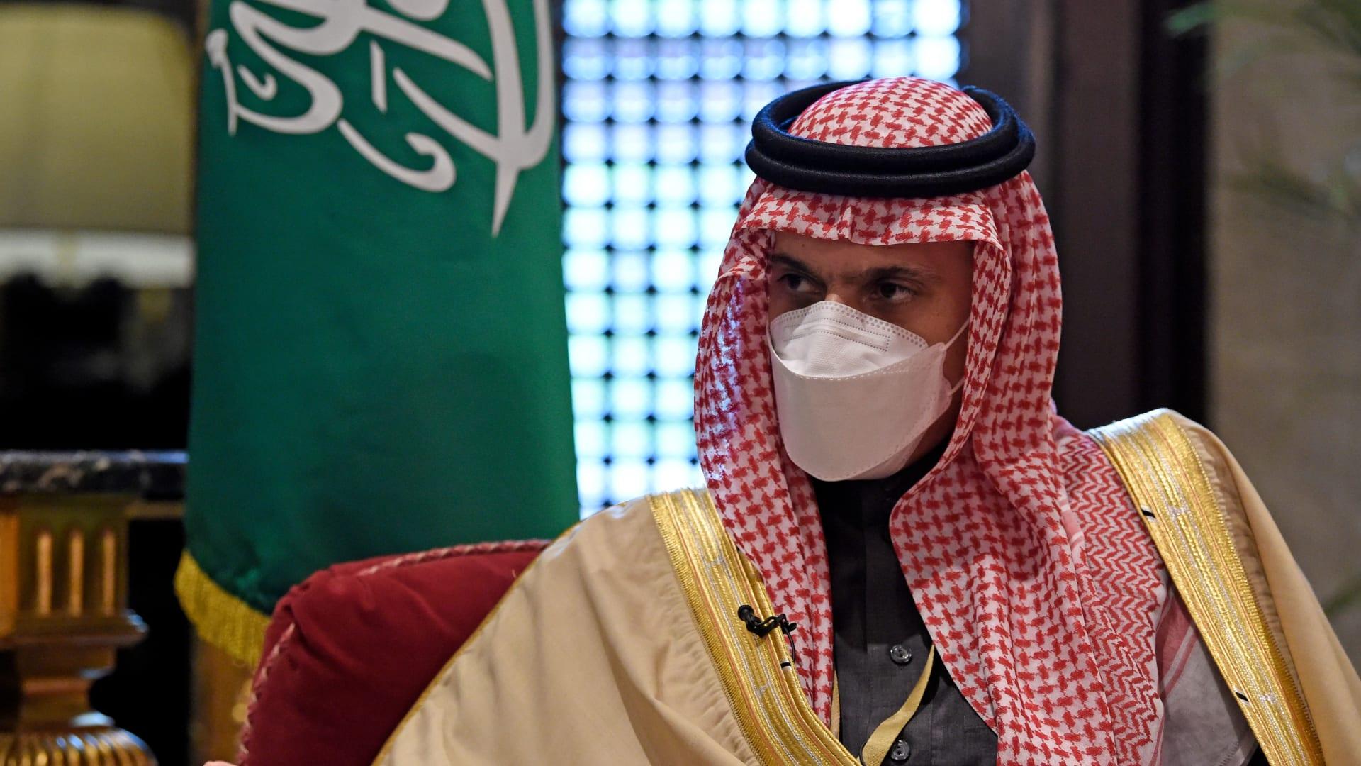 وزير الخارجية السعودي: نأمل بإعادة افتتاح سفارتنا في قطر خلال أيام