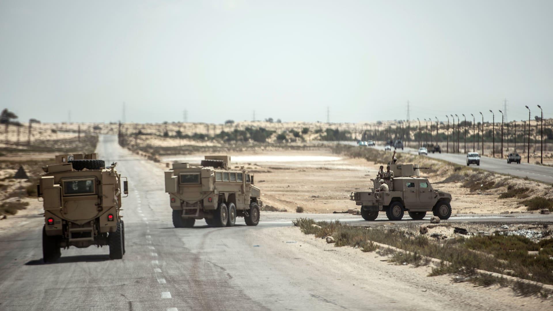 """الجيش المصري يعلن القضاء على 13 """"تكفيريا"""" ومقتل وإصابة 9 عسكريين في سيناء"""