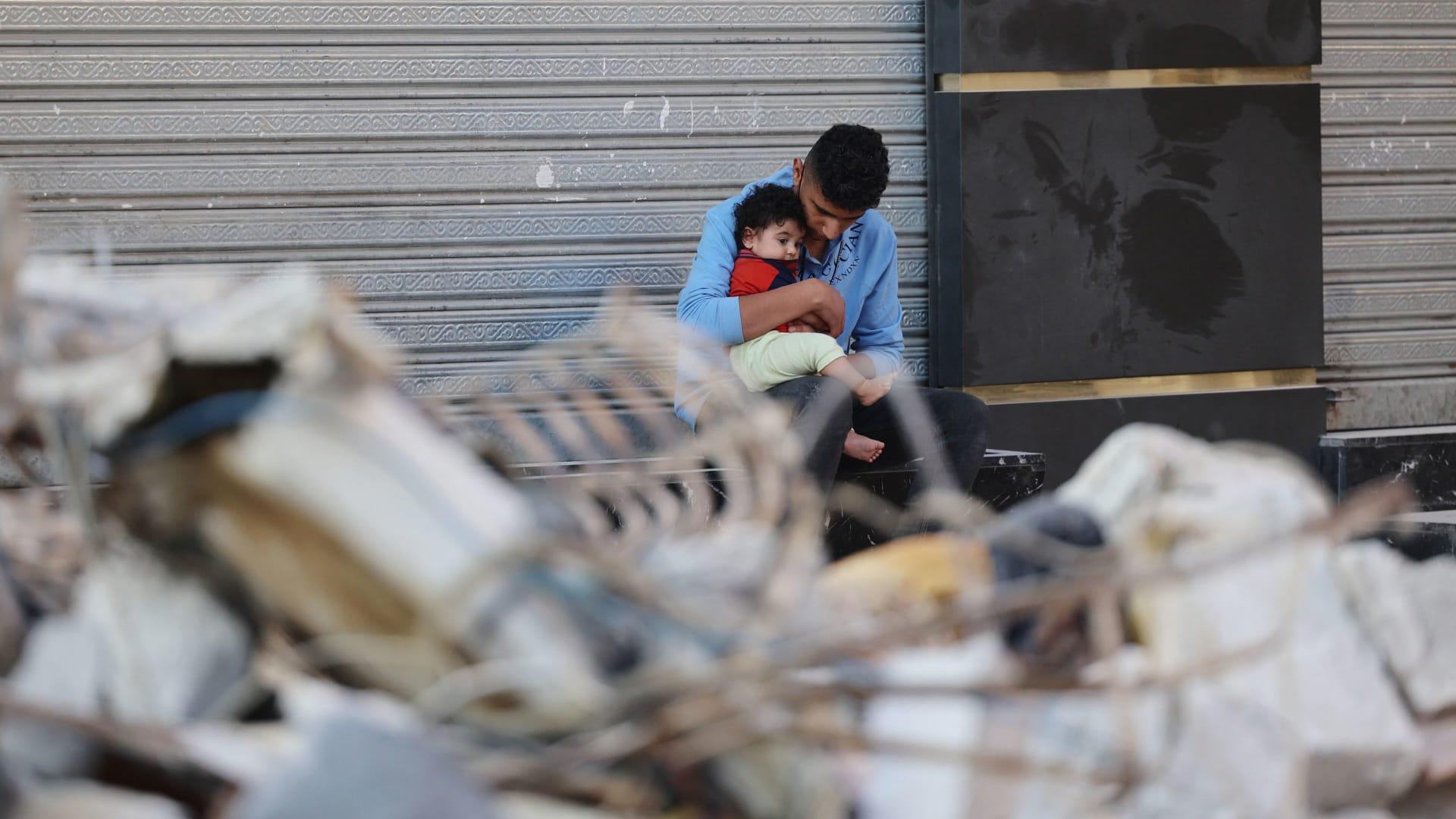 الدوحة تدين استهداف مبنى الهلال الأحمر القطري في غزة.. والخاطر تنشر صورا