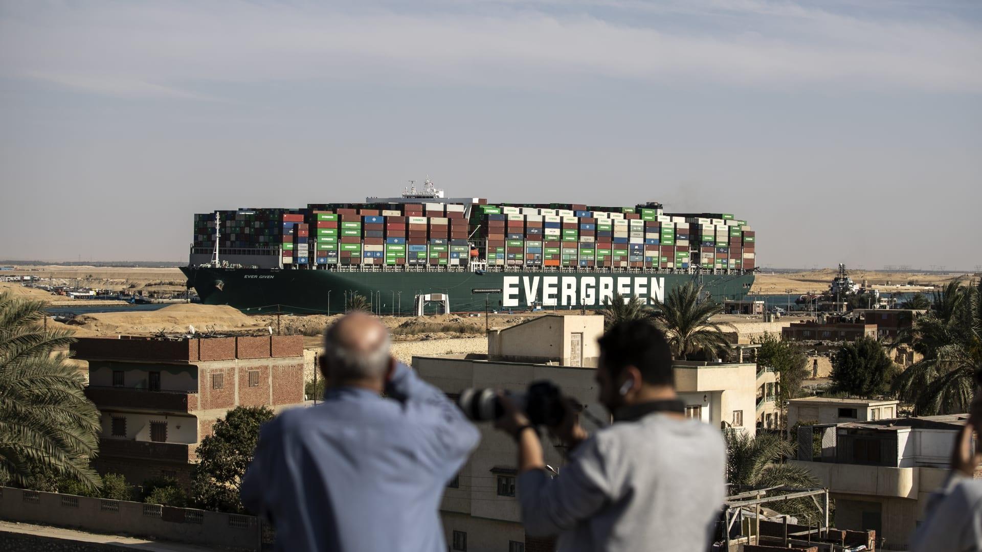 """الشركة المؤمّنة على """"إيفر غيفن"""" ترد على طلب السلطات المصرية 900 مليون دولار"""