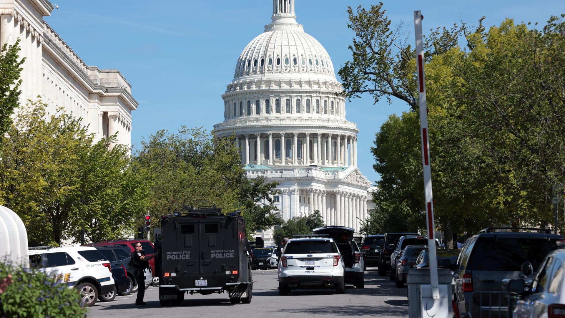 شرطة الكونغرس تستجيب لادعاء بوجود عبوة ناسفة في شاحنة صغيرة بالقرب من مكتبة الكونغرس، في 19 أغسطس