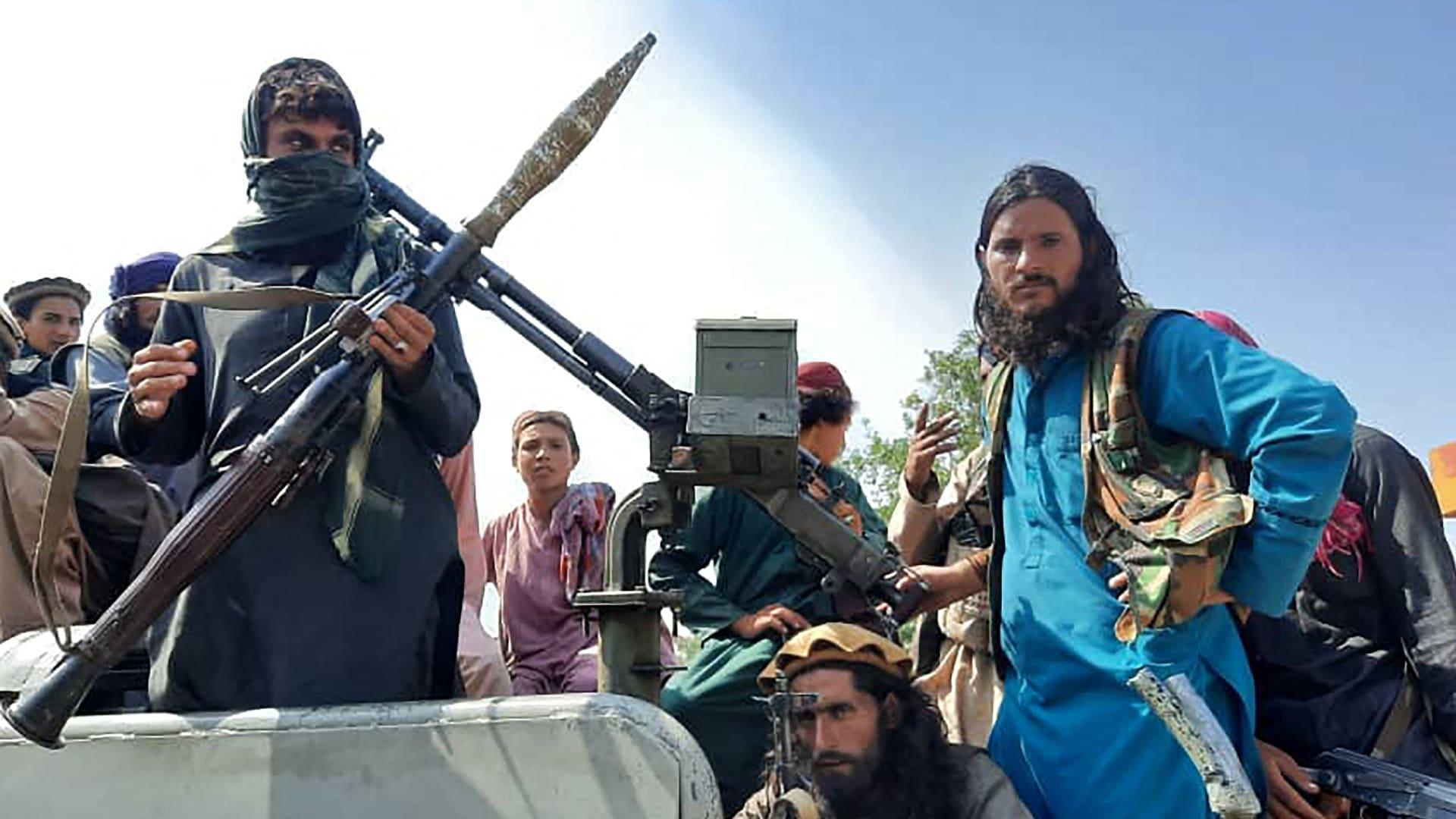 فيديو نشرته طالبان تدعي أنها لقاعدتين لداعش في وسط أفغانستان تم تدميرهما