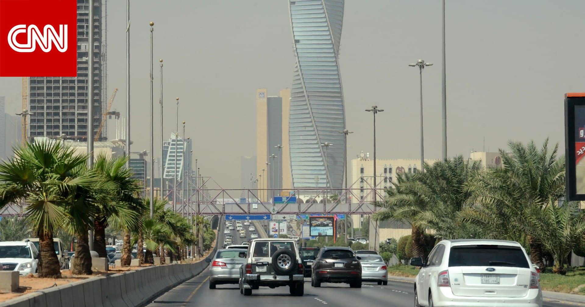 مكافحة الفساد بالسعودية توقف 3 ضباط بالحرس الملكي ضمن قضيتين تباشرهما