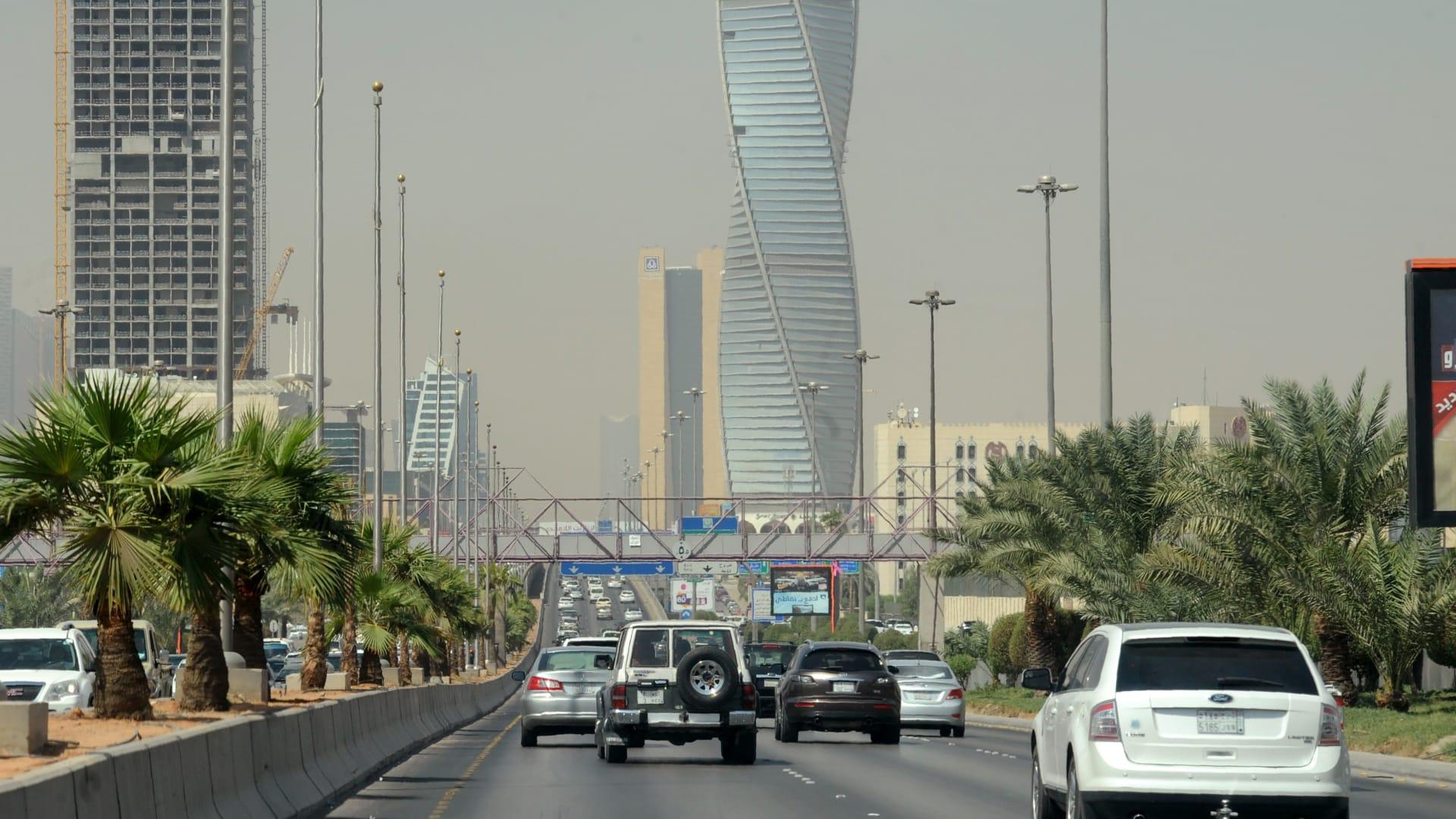 صورة أرشيفية عامة لأحد الشوارع في الرياض