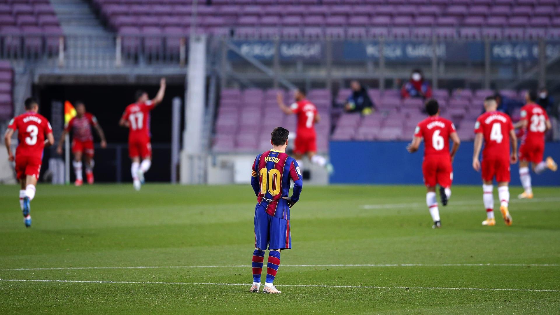 برشلونة يهدر فرصة تصدر الدوري الإسباني بعد هزيمة مباغتة من غرناطة