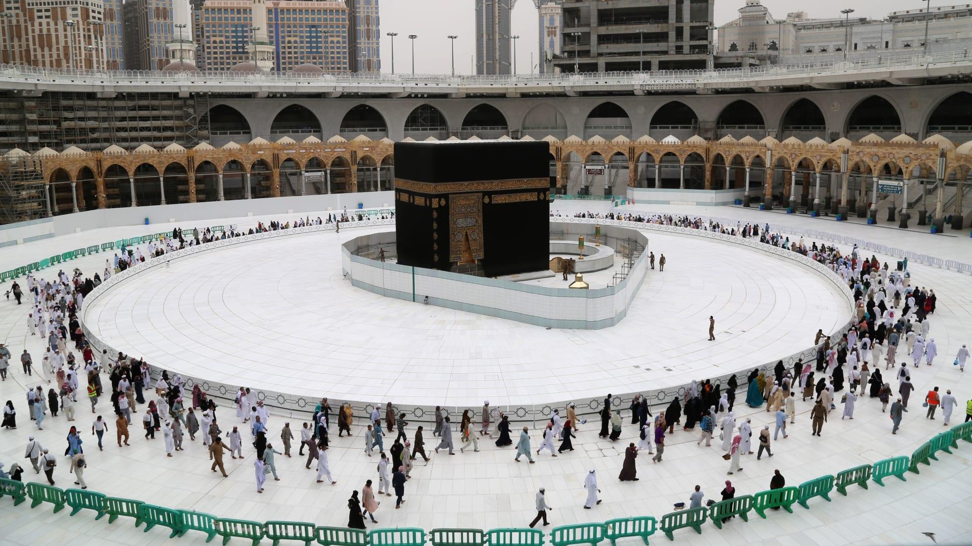 """""""فأل خير"""".. أفيخاي أدرعي يعلق على صورة منسوبة له في مكة بالسعودية"""