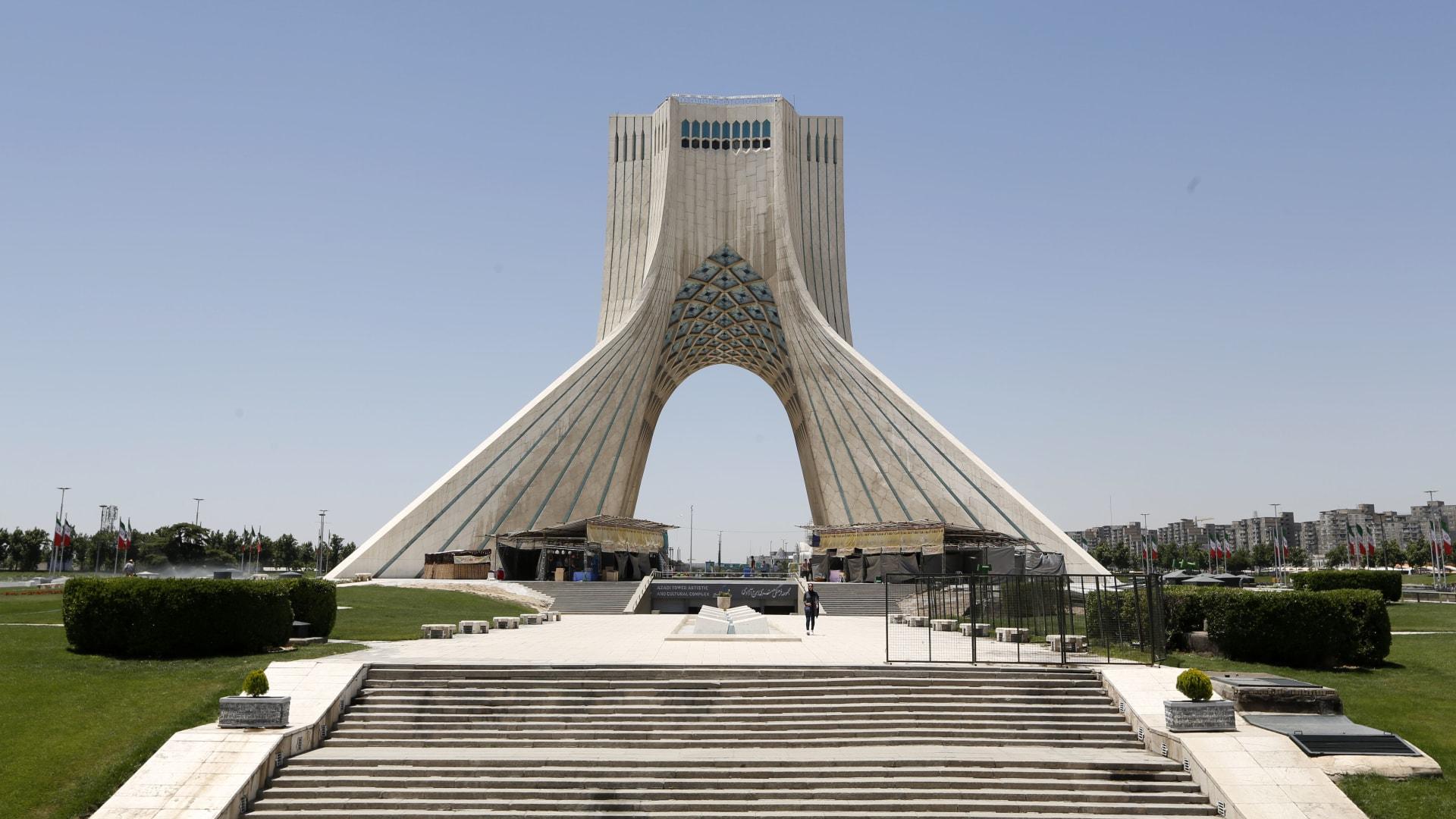 صورة أرشيفية عامة من ميدان بقلب العاصمة الإيرانية، طهران