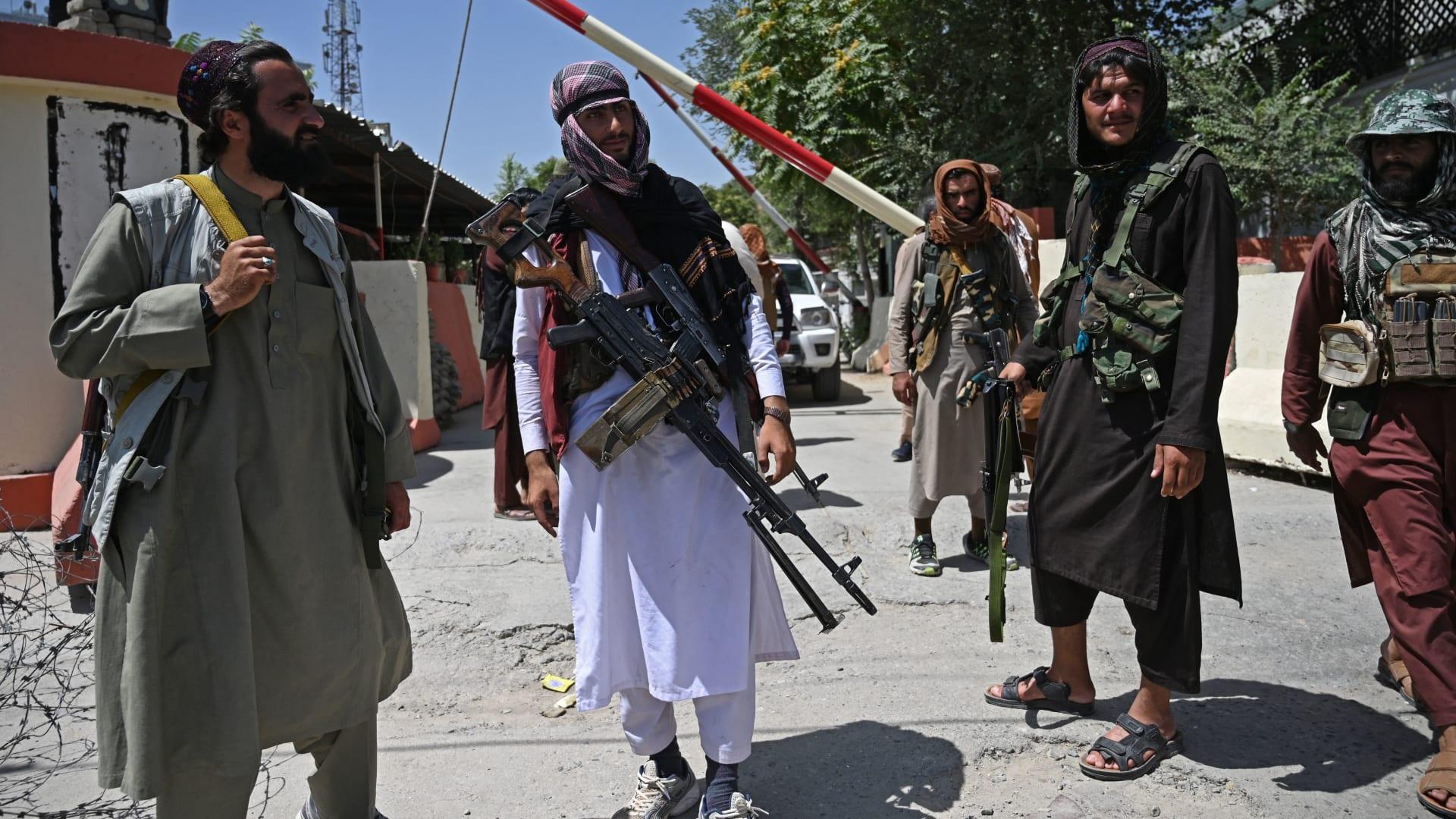 ميركل وماكرون يحذران من تدفق اللاجئين على أوروبا بعد سيطرة طالبان على أفغانستان