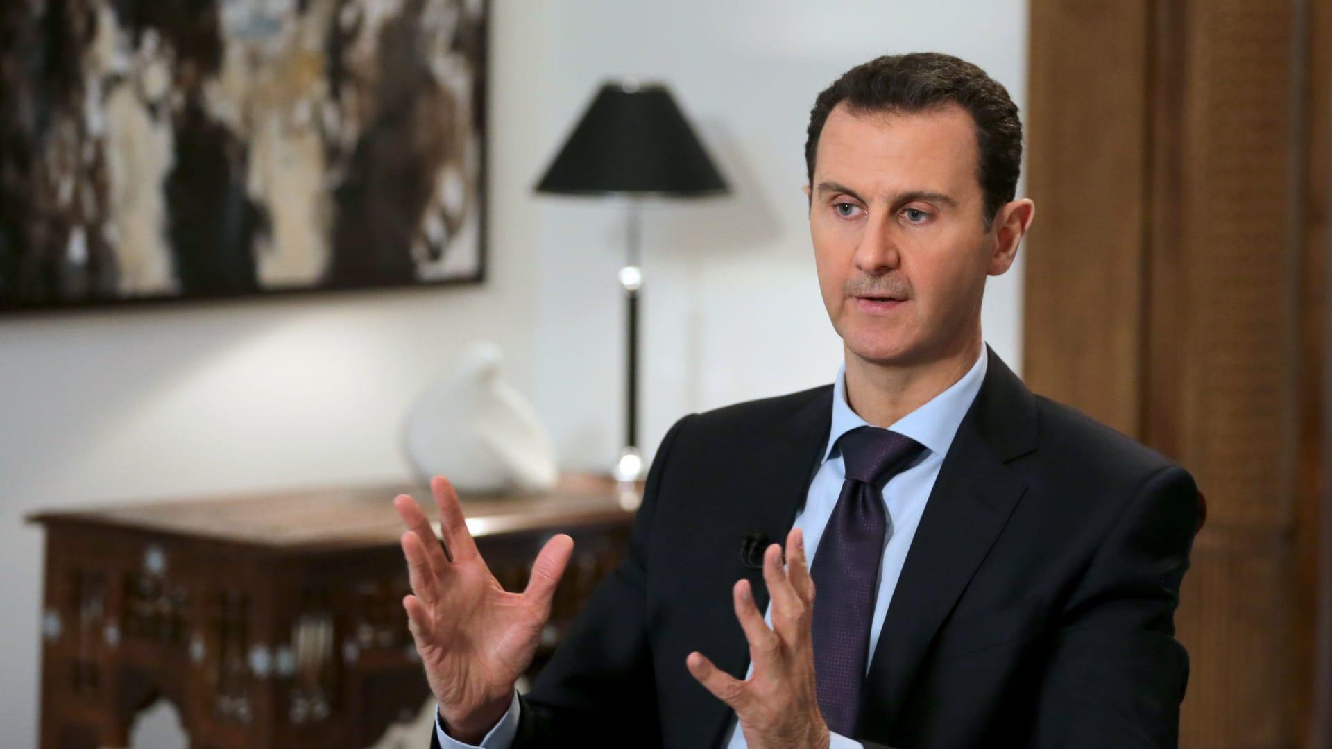 """الأسد يؤدي القسم الدستوري رئيسا لسوريا ويدعو من """"غُرر بهم"""" للعودة إلى """"حضن الوطن"""""""
