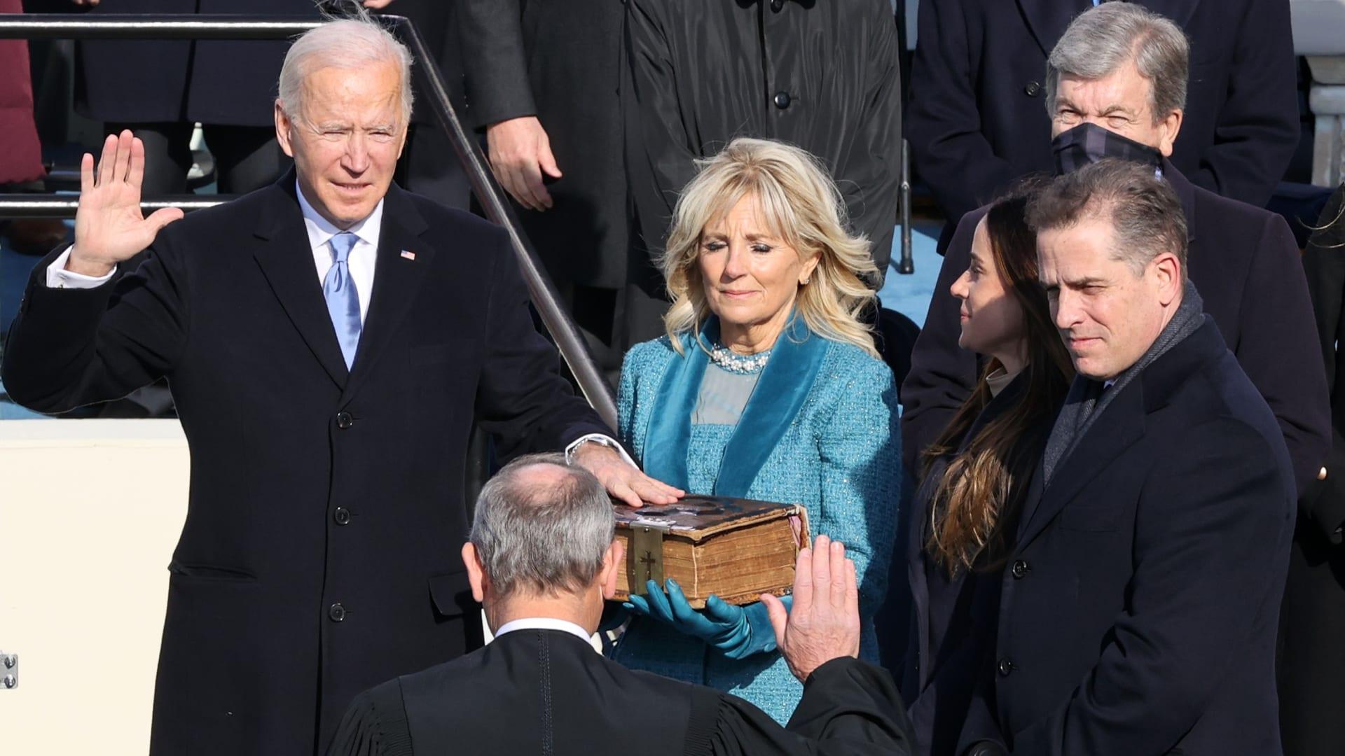 شاهد.. لحظة أداء بايدن اليمين الدستورية رئيسا للولايات المتحدة