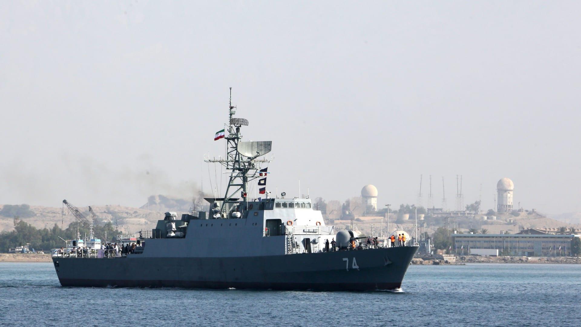 سفينة حربية تابعة للبحرية الإيرانية في مضيق هرمز، في 30 أبريل 2019.