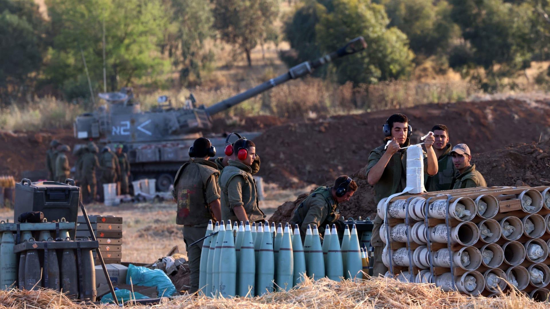 إسرائيل تحشد قواتها على حدود غزة.. هل تتوغل برياً؟