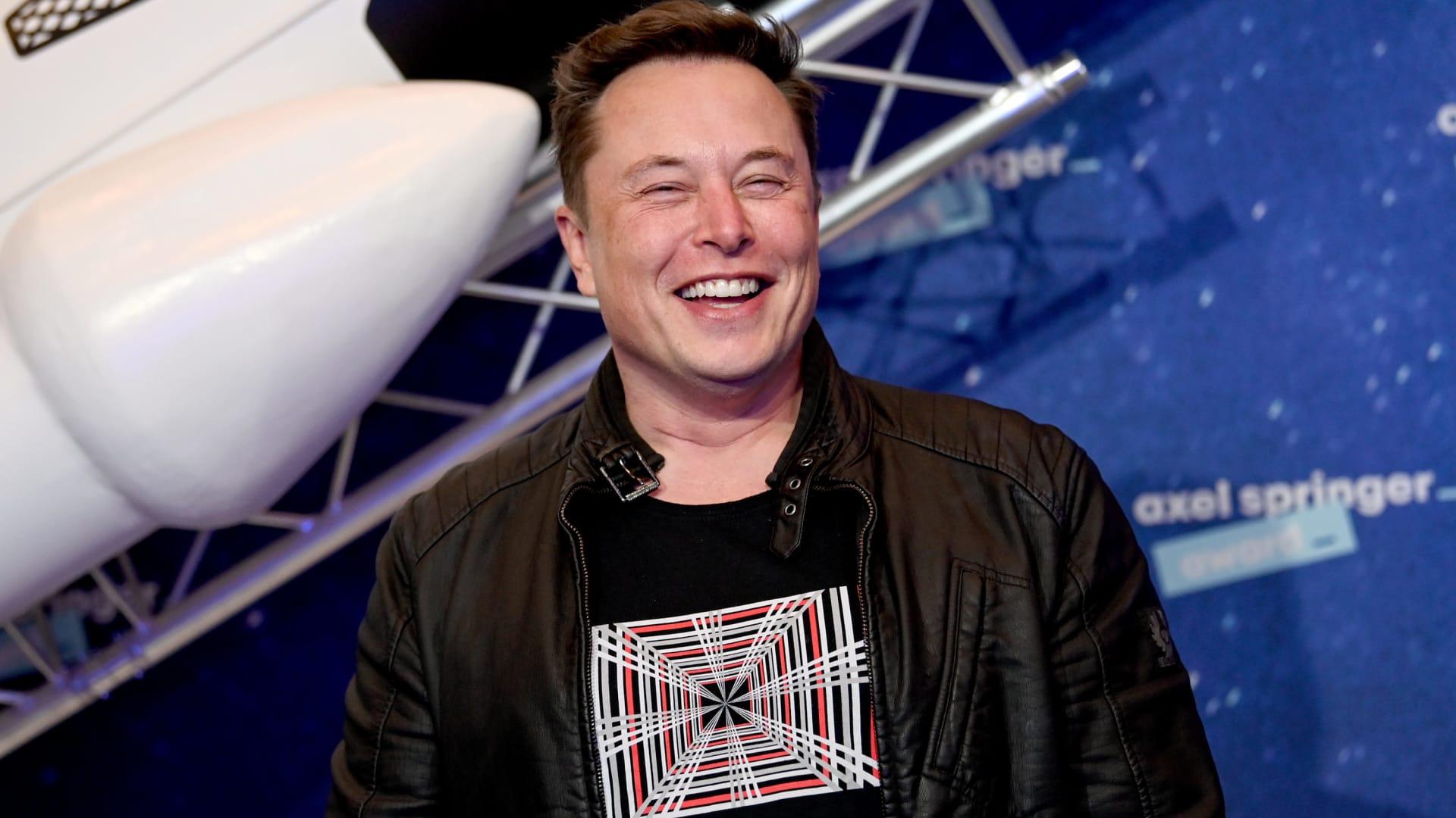 """""""ملك التقنية"""".. إيلون موسك يحصل على لقب جديد في """"تسلا"""""""
