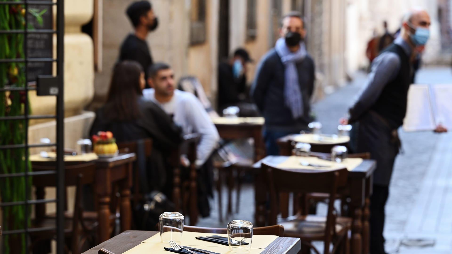 """إيطاليا تعلن عن """"الجواز الأخضر"""" الإلزامي للحد من حالات فيروس كورونا"""