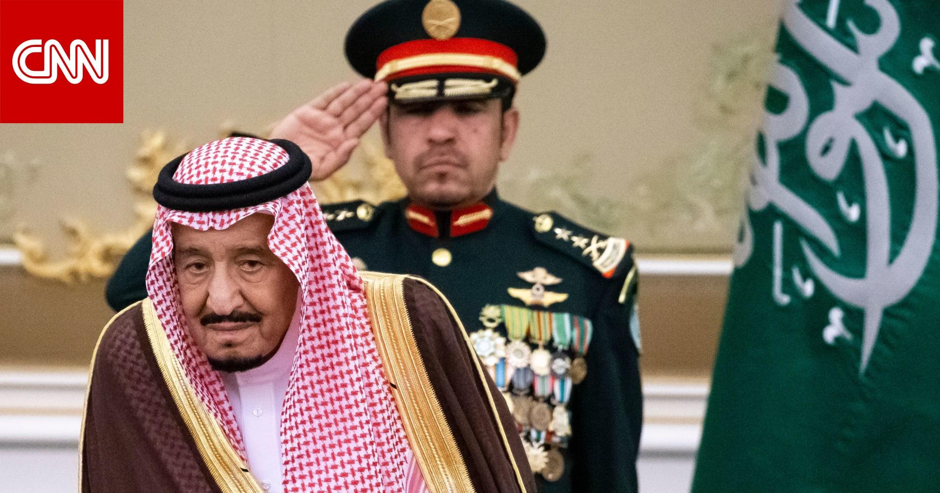 العاهل السعودي يوجه بتمديد إقامة الوافدين خارج المملكة آليا دون رسوم