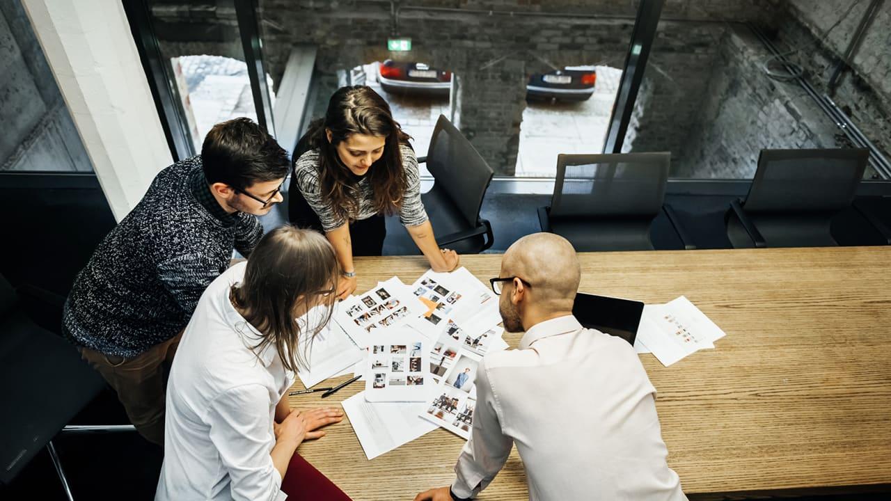 ما مدى تأثير مهارة العمل الجماعي على قرار التوظيف النهائي؟