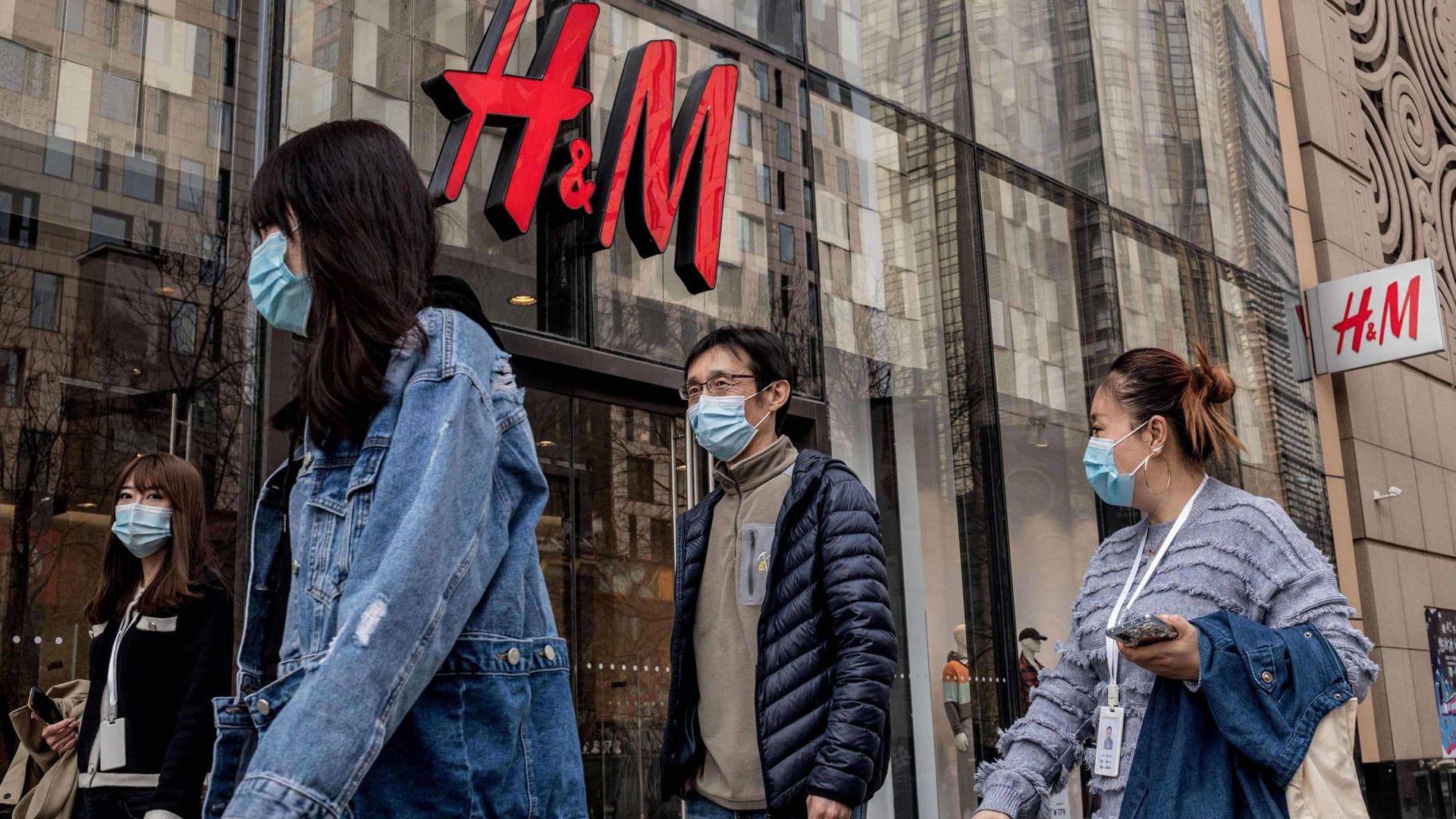 الصين تهدد علامات تجارية بالمقاطعة بعد انتقادها انتهاكات حقوق الإنسان في شينجيانغ