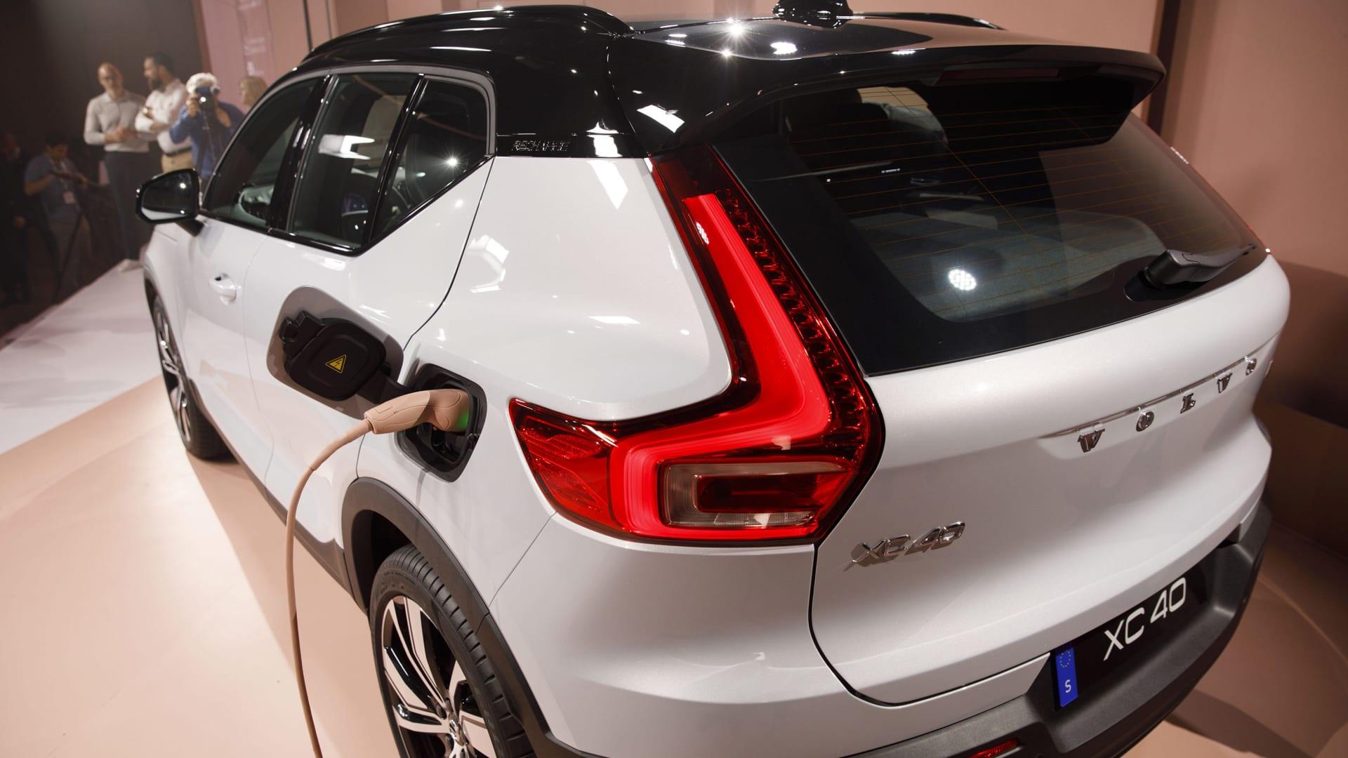 """فولفو ستصبح كهربائية بالكامل بحلول العام 2030.. والإنترنت """"متجر"""" سياراتها الوحيد"""