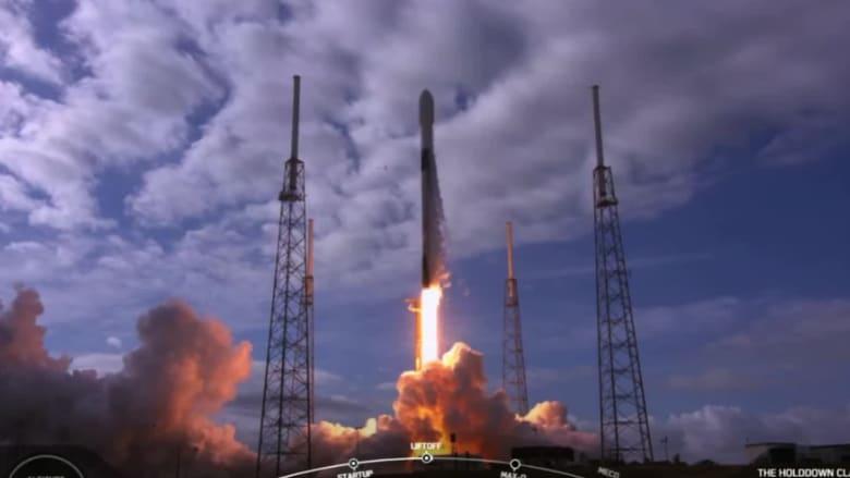 """شركة """"سبيس إكس"""" تعلن عن أول طاقم مدني على رحلة فضائية"""