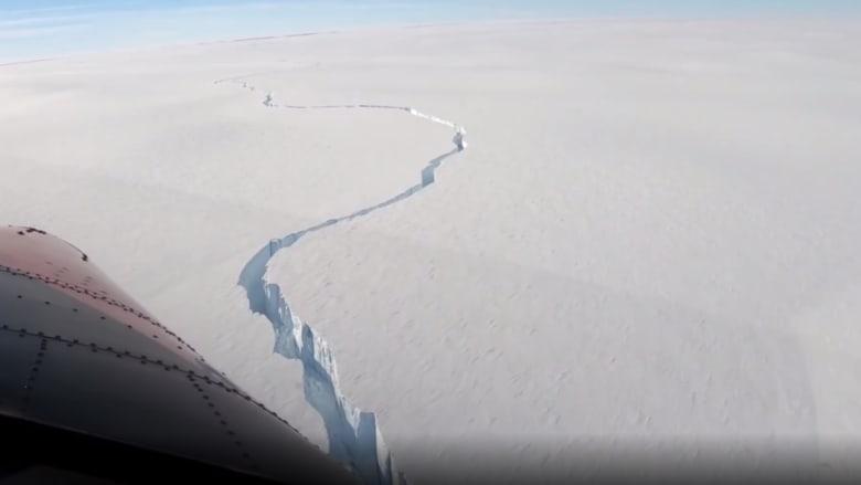 طائرة ترصد انفصال جبل جليدي يفوق حجم نيويورك في القارة القطبية الجنوبية