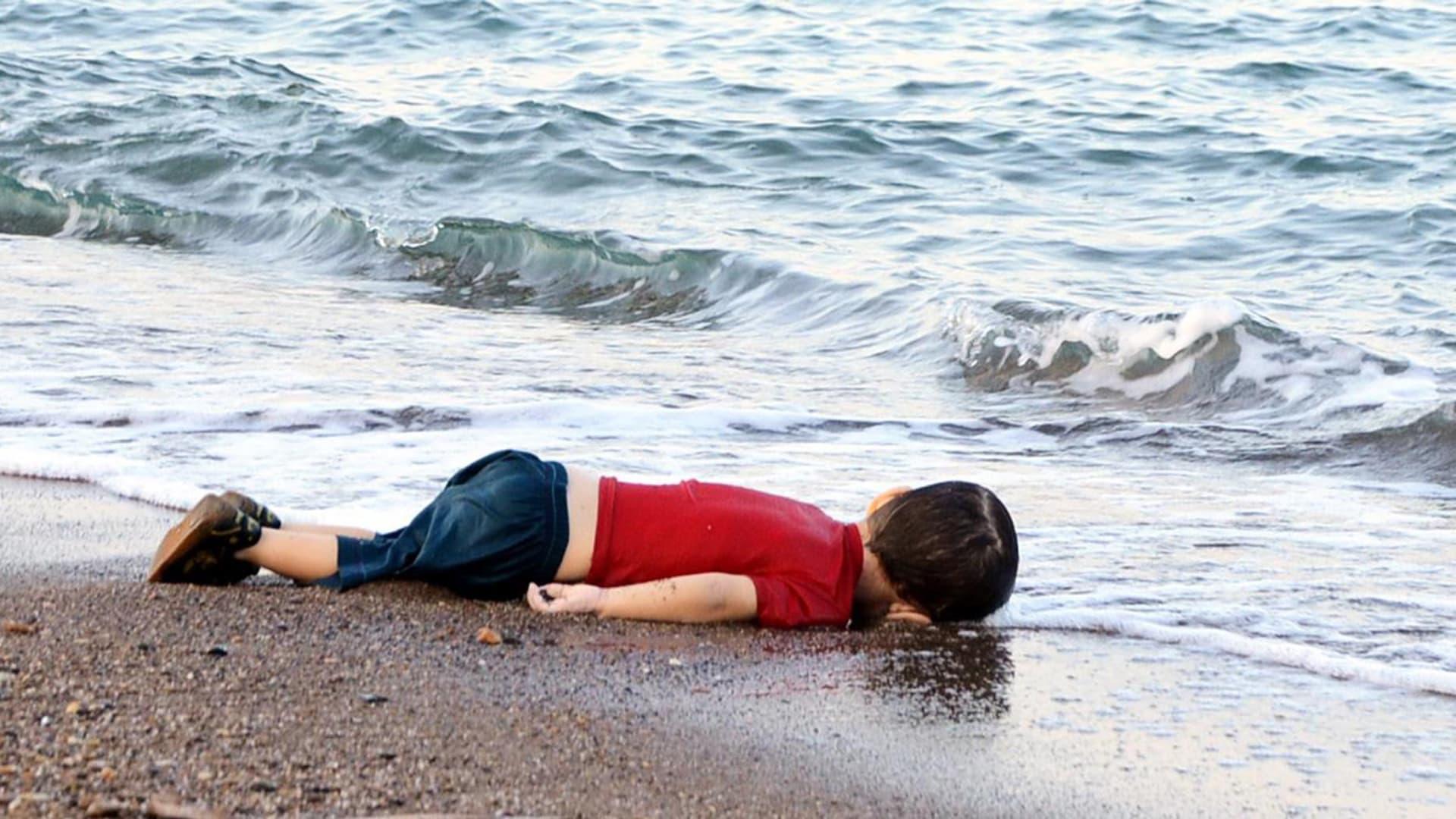البابا فرنسيس يلتقي والد آلان كردي الذي غرق مع أخيه وأمه على الساحل التركي