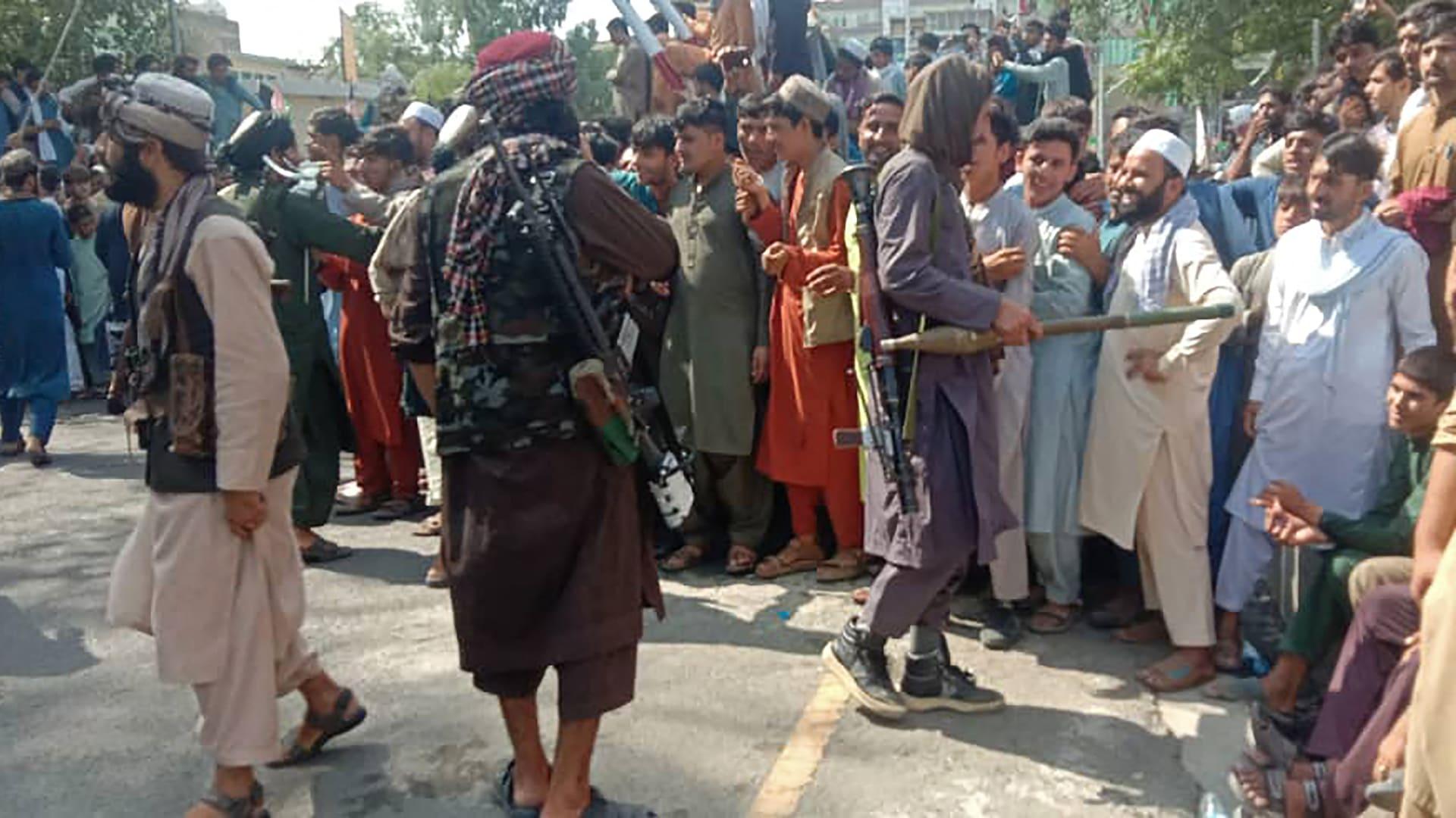 """""""أعيش كسجين"""".. أفغان خائفون على حياتهم بعد سيطرة طالبان على البلاد"""