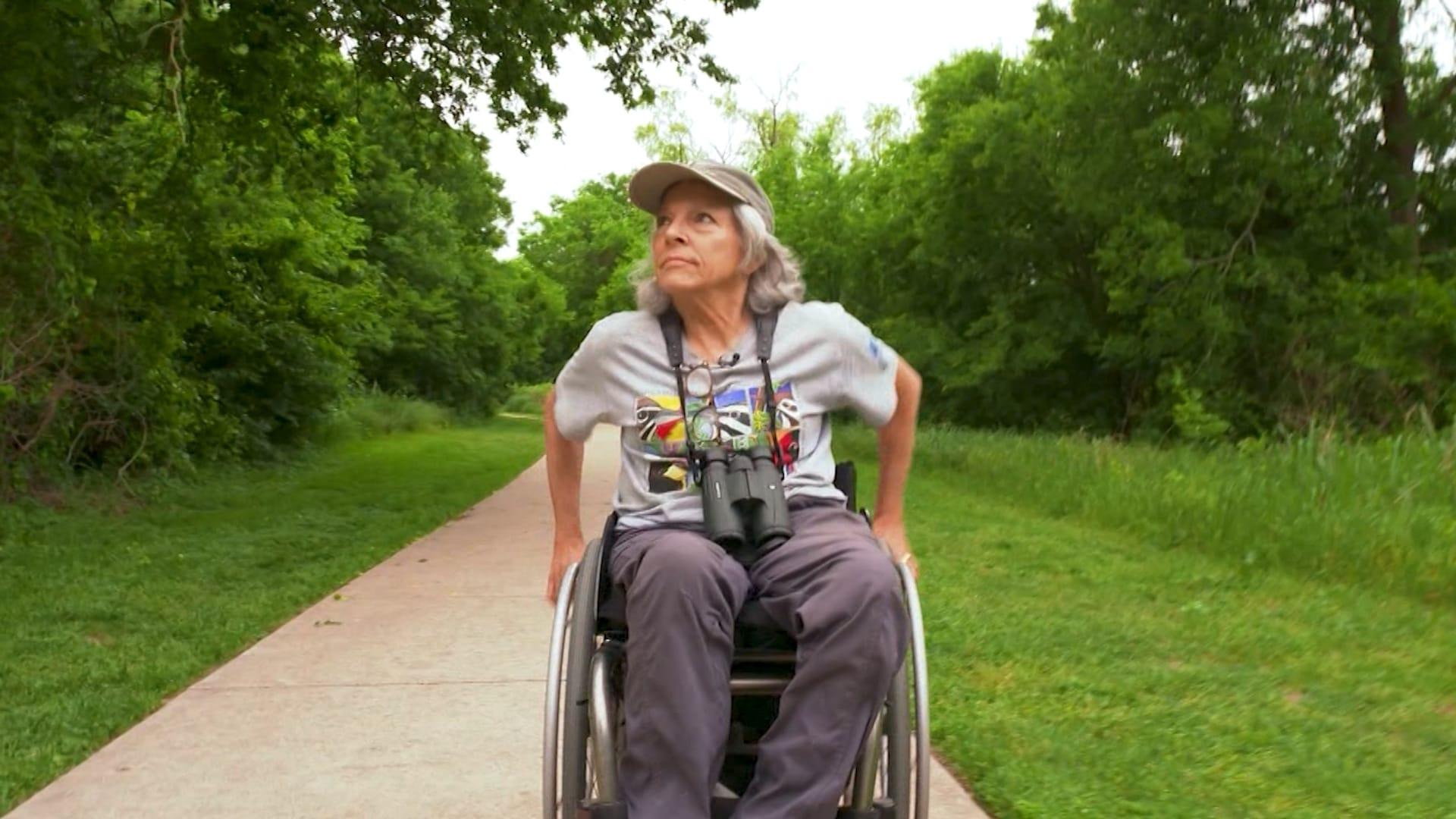 بعد إعاقتها.. سيدة تريد إتاحة الوصول لمراقبة الطيور للجميع